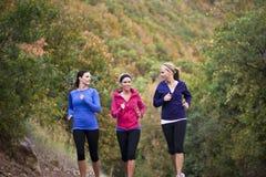 一起跑步妇女的组 免版税库存照片