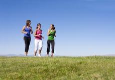 一起跑步妇女 免版税图库摄影
