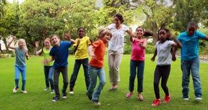 一起跳舞的老师和的学生 影视素材