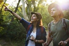 一起迁徙在密林的夫妇 免版税图库摄影