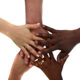 一起递多种族 免版税图库摄影