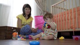 一起读书的母亲和女儿 影视素材