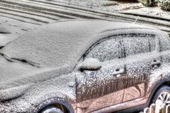 一辆下雪的汽车 免版税库存照片