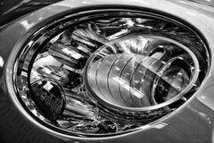 一辆个人豪华汽车本特利新的大陆GT V-8的前灯 库存图片