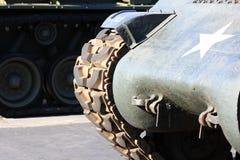 一辆军事坦克的前面 免版税库存图片