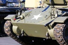 一辆军事坦克的正面图 免版税图库摄影