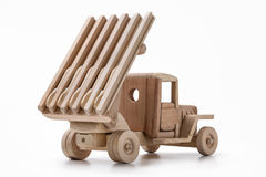 一辆军用卡车是玩具汽车由木头制成 库存图片