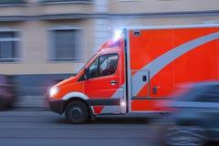 一辆加速的救护车 库存照片