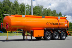 一辆卡车的坦克有液体燃料的与题字是flammabl 免版税库存图片