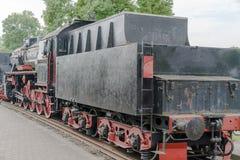 一辆古板的蒸汽机车的正面图 免版税库存照片