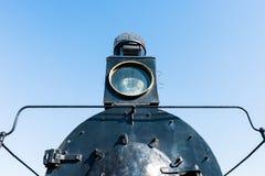 一辆古老蒸汽机车的泛光灯或放映机 Petroleu 图库摄影