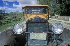 一辆古色古香的福特卡车在Bannack,蒙大拿 库存照片