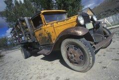 一辆古色古香的福特卡车在Bannack,蒙大拿 免版税库存图片