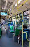 一辆城市间的公共汽车的走廊 免版税图库摄影