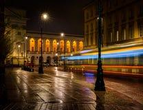 一辆夜间公共汽车 库存图片