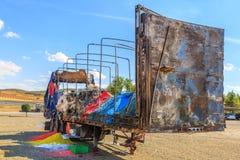一辆大卡车被烧并且被放弃 库存图片