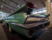 一辆大型汽车Oldsmobile超级88 Convertible的背面图, 1959年 免版税库存照片