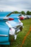 一辆大型豪华汽车卡迪拉克小轿车DeVille, 1959的后方交通信号灯焦点在背景中 免版税图库摄影
