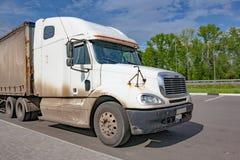一辆大白色卡车的小室 库存照片