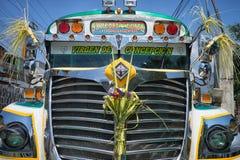 一辆守旧派公共汽车的正面图在危地马拉 免版税图库摄影