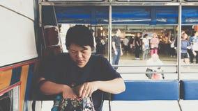 一辆小巴汽车的亚洲妇女乘客的旅行 免版税库存图片