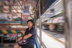 一辆小巴汽车的亚洲妇女乘客的旅行 库存图片