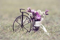 一辆小自行车的特写镜头 免版税库存图片