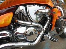 一辆新的摩托车的镀铬物引擎 库存图片
