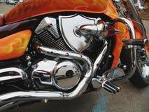 一辆新的摩托车的镀铬物引擎 免版税库存图片