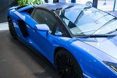 一辆新的Lamborghini Aventador S小轿车的正面图 车灯 汽车详述 汽车外部细节 免版税库存图片
