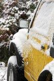一辆汽车在冬天 图库摄影
