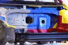 一辆汽车的内部骨骼在汇编期间的 库存照片