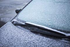 一辆汽车的弗罗斯特在一个冬天早晨 库存照片
