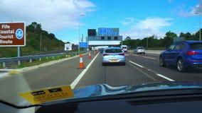 一辆汽车的时间间隔在苏格兰的高速公路的 股票视频