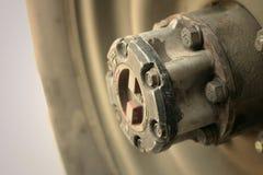 一辆汽车的老卡车轮子在路的 免版税库存照片