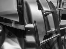 一辆汽车的金属零件在汽车生产的 免版税库存照片
