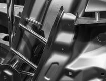 一辆汽车的金属零件在汽车生产的 免版税库存图片