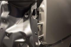 一辆汽车的金属零件在汽车生产的 免版税图库摄影