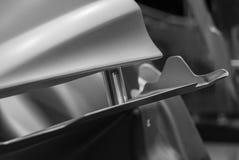 一辆汽车的金属零件在汽车生产的 库存图片