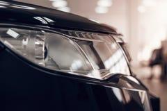 一辆现代汽车的特写镜头车灯 r 免版税库存图片