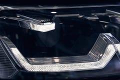 一辆现代汽车的特写镜头车灯 r 图库摄影
