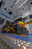 一辆现代救护车的内部有担架的 库存图片