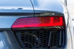一辆现代黑昂贵的汽车的前灯 库存图片