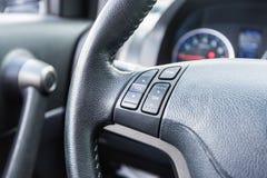 一辆现代汽车的方向盘 免版税库存照片