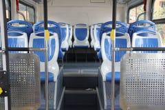 一辆现代空的城市公共汽车的内部 图库摄影