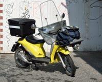 一辆现代滑行车在意大利城市 免版税图库摄影