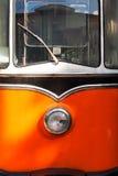 一辆电车的前面部分在阳光下 免版税库存图片