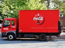 一辆红色可口可乐送货卡车 库存照片