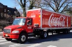 一辆红色可口可乐送货卡车 库存图片