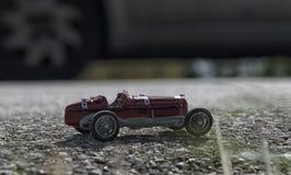 一辆红色汽车的玩具模型 图库摄影